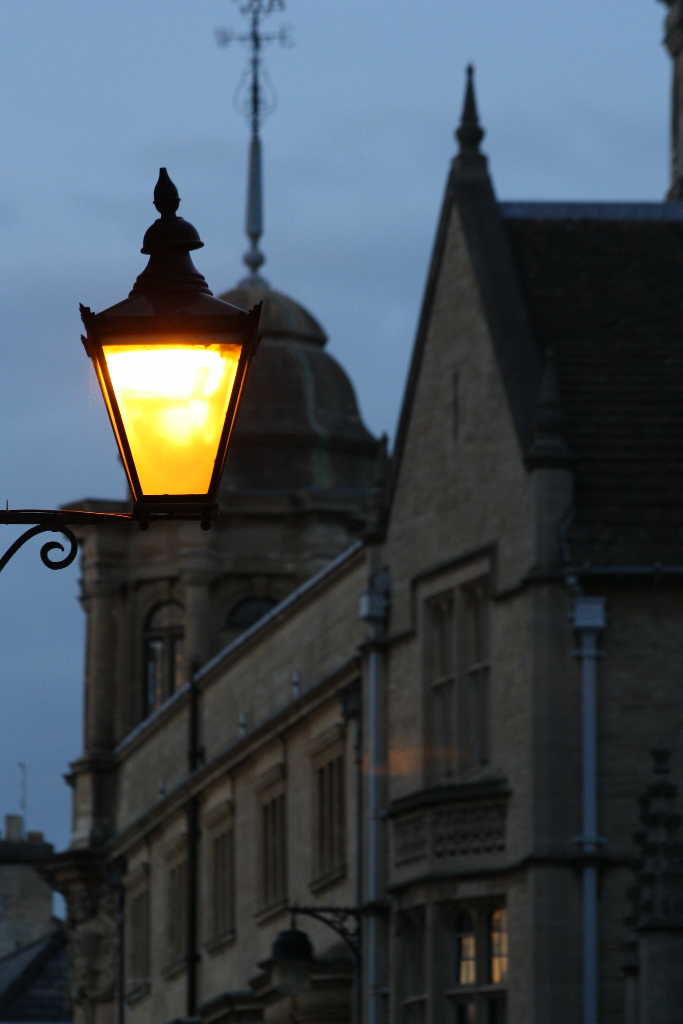 A street lamp by the Bodleian Library